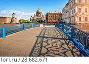 Купить «Тени на Синем мосту Shadows on the Blue Bridge», фото № 28682671, снято 3 июня 2018 г. (c) Baturina Yuliya / Фотобанк Лори