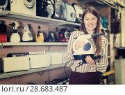Купить «female demonstrating steam cleaner», фото № 28683487, снято 12 декабря 2017 г. (c) Яков Филимонов / Фотобанк Лори