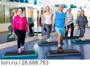 Купить «people do crossfit in a fitness club», фото № 28688783, снято 21 июля 2018 г. (c) Яков Филимонов / Фотобанк Лори