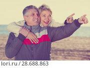 Купить «Positive husband points to something interesting», фото № 28688863, снято 24 января 2019 г. (c) Яков Филимонов / Фотобанк Лори