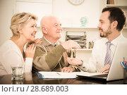 Купить «Old man and woman sign sale agreement», фото № 28689003, снято 16 июля 2018 г. (c) Яков Филимонов / Фотобанк Лори