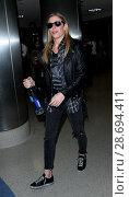Купить «LeAnn Rimes arrives at Los Angeles International Airport her husband Eddie Cibrian and his kids Featuring: LeAnn Rimes Where: Los Angeles, California, United States When: 19 Dec 2016 Credit: WENN.com», фото № 28694411, снято 19 декабря 2016 г. (c) age Fotostock / Фотобанк Лори