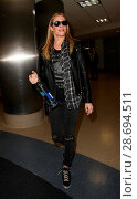 Купить «LeAnn Rimes arrives at Los Angeles International Airport her husband Eddie Cibrian and his kids Featuring: LeAnn Rimes Where: Los Angeles, California, United States When: 19 Dec 2016 Credit: WENN.com», фото № 28694511, снято 19 декабря 2016 г. (c) age Fotostock / Фотобанк Лори