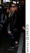 Купить «LeAnn Rimes arrives at Los Angeles International Airport her husband Eddie Cibrian and his kids Featuring: LeAnn Rimes Where: Los Angeles, California, United States When: 19 Dec 2016 Credit: WENN.com», фото № 28694515, снято 19 декабря 2016 г. (c) age Fotostock / Фотобанк Лори