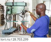 Купить «Adult man working on glass drilling machine», фото № 28703299, снято 16 мая 2018 г. (c) Яков Филимонов / Фотобанк Лори