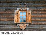 Купить «Окно с наличниками и ставнями», фото № 28705371, снято 18 августа 2017 г. (c) Pukhov K / Фотобанк Лори