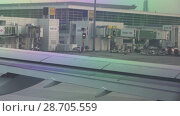 Купить «Dubai International Airport at sunset stock footage video», видеоролик № 28705559, снято 10 апреля 2018 г. (c) Юлия Машкова / Фотобанк Лори