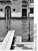 Купить «Venetian view with canal and small jetty», фото № 28706151, снято 18 июня 2018 г. (c) Роман Сигаев / Фотобанк Лори
