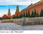 Купить «Moscow red square kremlin clock tower symbol of Russia», фото № 28706607, снято 29 июня 2018 г. (c) Дмитрий Брусков / Фотобанк Лори
