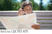 Купить «Little girl painter draws with a brush sitting on the bench in the park», видеоролик № 28707475, снято 17 июля 2018 г. (c) Константин Шишкин / Фотобанк Лори