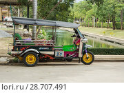Купить «Популярный транспорт в Таиланде. Тук-тук», фото № 28707491, снято 24 ноября 2013 г. (c) Александр Романов / Фотобанк Лори