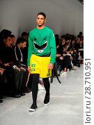 Купить «London Fashion Week Men's - Bobby Abley - Catwalk Featuring: Model Where: London, United Kingdom When: 06 Jan 2017 Credit: WENN.com», фото № 28710951, снято 6 января 2017 г. (c) age Fotostock / Фотобанк Лори