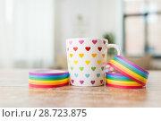 Купить «cup with heart pattern and gay awareness ribbon», фото № 28723875, снято 14 ноября 2017 г. (c) Syda Productions / Фотобанк Лори