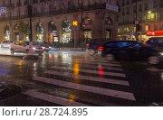 Купить «Сильный дождь в городе. Париж, бульвар Осман, вечер, декабрь», фото № 28724895, снято 10 декабря 2017 г. (c) Сергей Рыбин / Фотобанк Лори