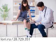 Купить «Patient visiting doctor after sustaining sports injury», фото № 28729351, снято 19 марта 2018 г. (c) Elnur / Фотобанк Лори