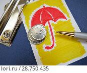 Купить «Защита сбережений. Нарисованный зонтик, стопка монет и авторучка.», фото № 28750435, снято 27 июня 2018 г. (c) ViktoriiaMur / Фотобанк Лори