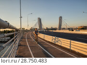 Купить «Мост Бетанкура, велодорожка. Санкт-Петербург», фото № 28750483, снято 11 июля 2018 г. (c) Юлия Бабкина / Фотобанк Лори