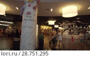 Купить «Dubai Mall interior is the world's largest shopping center stock footage video», видеоролик № 28751295, снято 9 апреля 2018 г. (c) Юлия Машкова / Фотобанк Лори