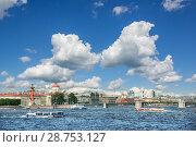 Купить «Прогулочные корабли на Неве Pleasure ships on the Neva», фото № 28753127, снято 4 июня 2018 г. (c) Baturina Yuliya / Фотобанк Лори