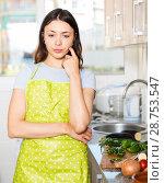 Купить «Sad young girl housewife in apron at home kitchen», фото № 28753547, снято 18 апреля 2018 г. (c) Яков Филимонов / Фотобанк Лори
