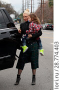 Купить «Gwen Stefani takes her sons to Church after a visit to her fathers house in Hollywood Featuring: Gwen Stefani, Apollo Rossdale Where: Hollywood, California...», фото № 28774403, снято 15 января 2017 г. (c) age Fotostock / Фотобанк Лори