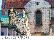 Купить «sculpture of 12 apostles against the background of the Catholic Church in Krakow», фото № 28779575, снято 11 августа 2017 г. (c) Константин Лабунский / Фотобанк Лори