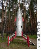 Купить «Модель ракеты, установленная в детском лагере отдыха», фото № 28779979, снято 26 апреля 2008 г. (c) Светлана Кириллова / Фотобанк Лори