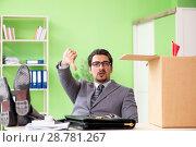 Купить «Male employee collecting his stuff after redundancy», фото № 28781267, снято 14 мая 2018 г. (c) Elnur / Фотобанк Лори