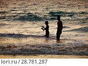 Купить «Рыбалка на закате. Таиланд», фото № 28781287, снято 21 июля 2018 г. (c) Александр Романов / Фотобанк Лори