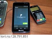 Купить «Он-лайн касса, пин-пад для банковских карт», фото № 28791851, снято 19 июля 2018 г. (c) Игорь Р / Фотобанк Лори