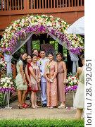 Купить «Фотографирование свадебной церемонии. Таиланд», фото № 28792051, снято 24 ноября 2013 г. (c) Александр Романов / Фотобанк Лори