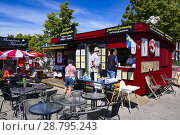 Купить «Mariefred, Sweden A snack bar in the perfectly restored and charming city center of Mariefred, a small town pop. 3,000 on Lake Mälaren about 40 kilometers south from Stockholm.», фото № 28795243, снято 27 июня 2018 г. (c) age Fotostock / Фотобанк Лори