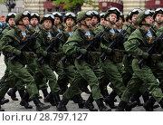 Купить «Десантники 331-го гвардейского парашютно-десантного Костромского полка во время генеральной репетиции парада на Красной площади в честь Дня Победы», фото № 28797127, снято 6 мая 2018 г. (c) Free Wind / Фотобанк Лори