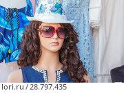 Купить «A beautiful female mannequin with glasses and a hat», фото № 28797435, снято 15 августа 2017 г. (c) Акиньшин Владимир / Фотобанк Лори