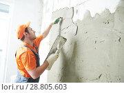 Купить «Renovation at home. Plasterer spreading plaster on wall.», фото № 28805603, снято 2 апреля 2018 г. (c) Дмитрий Калиновский / Фотобанк Лори