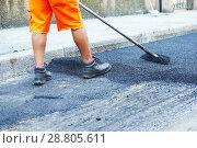 Купить «Asphalt road work . Repair urban street», фото № 28805611, снято 21 июля 2015 г. (c) Дмитрий Калиновский / Фотобанк Лори