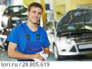Repairman auto mechanic. Стоковое фото, фотограф Дмитрий Калиновский / Фотобанк Лори