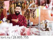 Купить «Guy deciding on best sausage», фото № 28805755, снято 16 ноября 2016 г. (c) Яков Филимонов / Фотобанк Лори