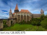 Купить «Corvin Castle on elevated rock, Romania», фото № 28805975, снято 21 сентября 2017 г. (c) Яков Филимонов / Фотобанк Лори