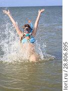 Купить «girl of thirteen in a mask for diving into the sea», фото № 28806895, снято 17 июля 2018 г. (c) Типляшина Евгения / Фотобанк Лори