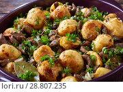 Купить «sauteed Potatoes with Wild Mushrooms, close-up», фото № 28807235, снято 15 июля 2018 г. (c) Oksana Zh / Фотобанк Лори