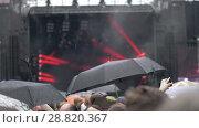 Купить «People at outdoor concert under the rain», видеоролик № 28820367, снято 10 мая 2018 г. (c) Данил Руденко / Фотобанк Лори