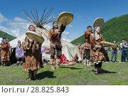 Купить «Концерт фольклорного танцевального коллектива коренных народов полуострова Камчатка», фото № 28825843, снято 11 июля 2015 г. (c) А. А. Пирагис / Фотобанк Лори