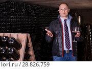 Купить «Winemaker proposing degustation of red wine», фото № 28826759, снято 22 января 2018 г. (c) Яков Филимонов / Фотобанк Лори