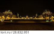 Купить «Museum Louvre at night with red flash in pyramid», фото № 28832951, снято 5 сентября 2014 г. (c) Сурикова Ирина / Фотобанк Лори