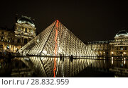 Купить «Museum Louvre at night with red flash in pyramid», фото № 28832959, снято 5 сентября 2014 г. (c) Сурикова Ирина / Фотобанк Лори
