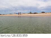 Купить «Пляж курортного посёлка Витино, Сакского района, Крым», фото № 28833959, снято 28 июня 2018 г. (c) Николай Мухорин / Фотобанк Лори