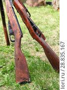 Купить «The old firearms cost on a grass», фото № 28835167, снято 9 мая 2018 г. (c) Владимир Арсентьев / Фотобанк Лори