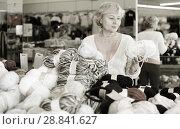 Купить «female choosing thread for knitting», фото № 28841627, снято 20 декабря 2017 г. (c) Яков Филимонов / Фотобанк Лори