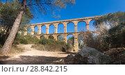 Купить «Roman aqueduct in city of Taragona in summer», фото № 28842215, снято 31 января 2018 г. (c) Татьяна Яцевич / Фотобанк Лори